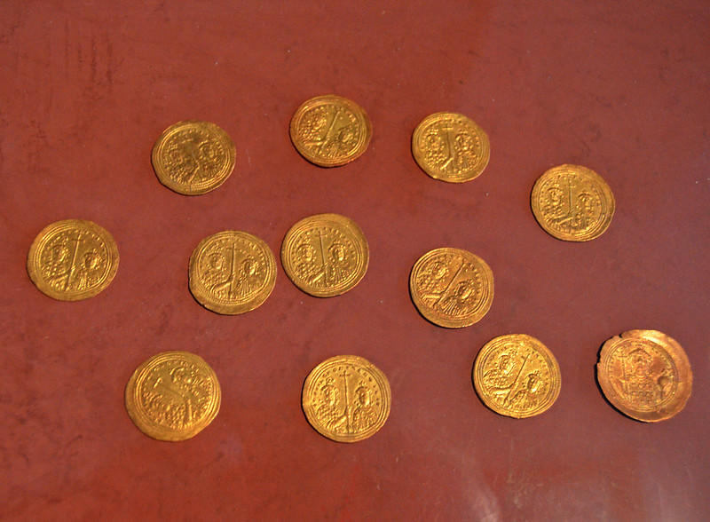 Hoard of gold coins from Thessaloniki of Basil II Romanos III and Constantine IX