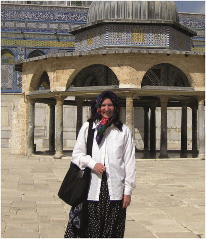 Judith McKenzie in front of the Dome of the Chain (Qubbat al-Silsilah) and the Dome of the Rock (Qubbat al-Ṣakhrah) on the Ḥaram al-Sharīf in Jerusalem.